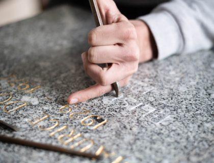 Gravure inscription Pompes Funèbres Alain Hoffarth